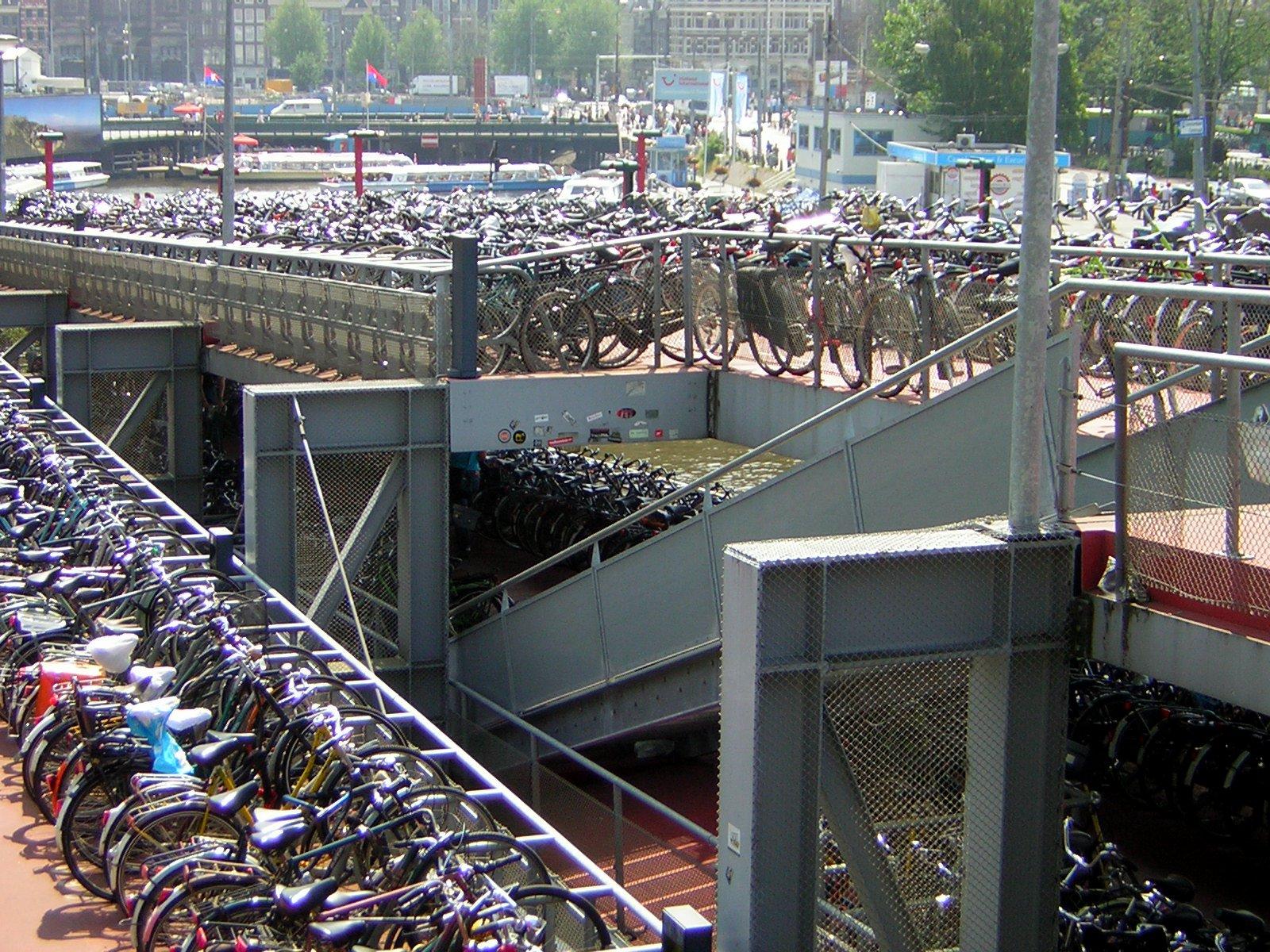 Amsterdam, una città a misura di bici