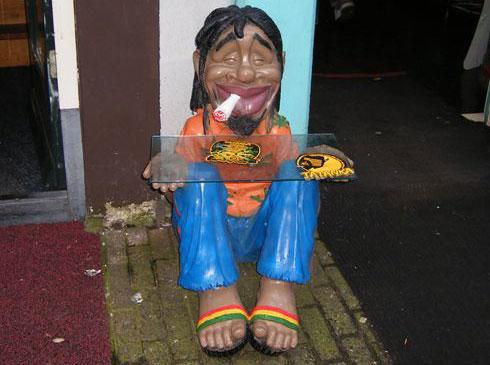 Amsterdam un Pupazzo che fuma