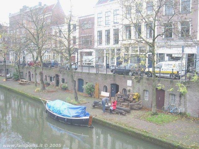 Utrecht, un canale e un battello