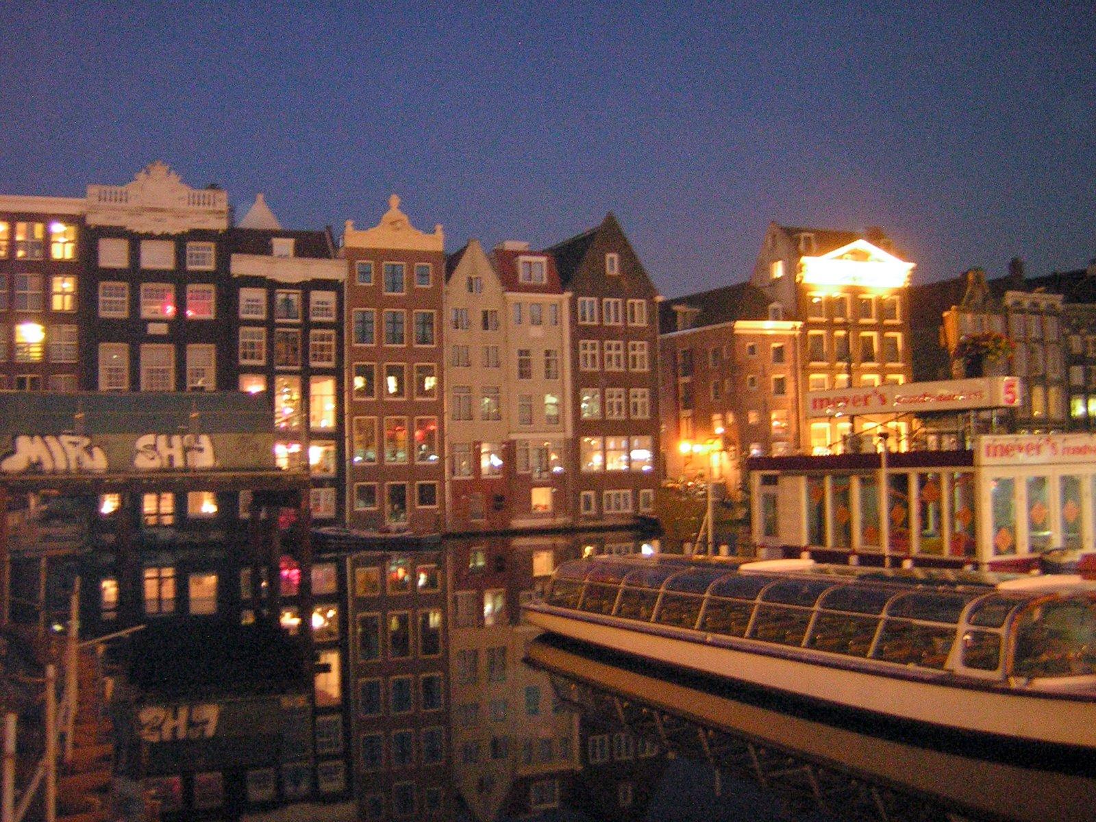 Come si può non visitare Amsterdam dall'acqua ?