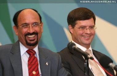 Il primo Ministro olandese Jan Peter Balkenende con il Primo Ministro di Aruba, Nelson Oduber